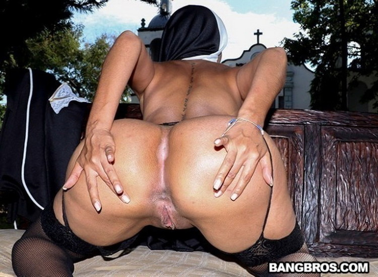 Yudi Pineda - Yudi Pineda Is..The Squirting Nun [BangbrosClips/BangBros] SD 480p
