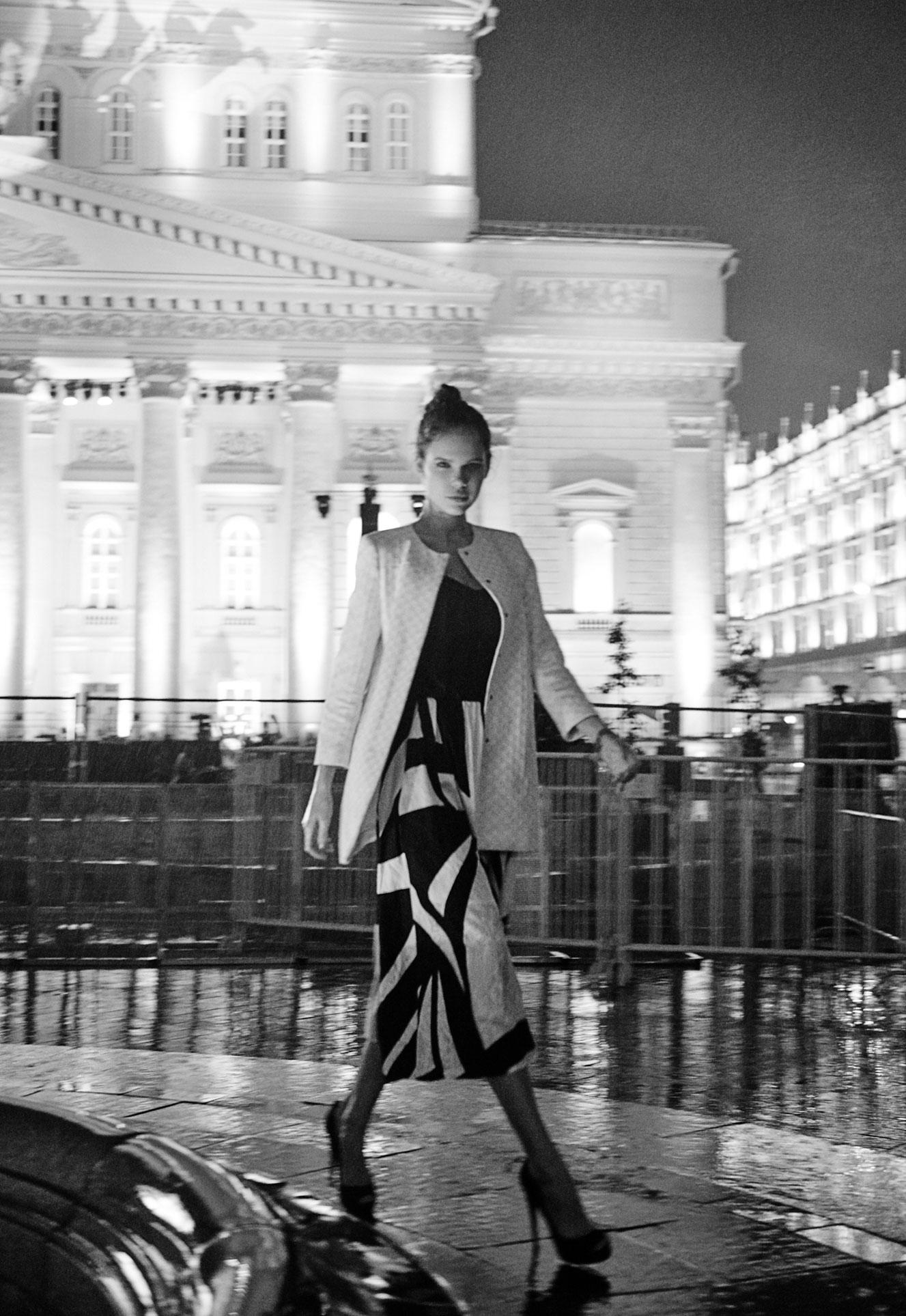 Настасья Волконская гуляет по ночному городу / фото 05