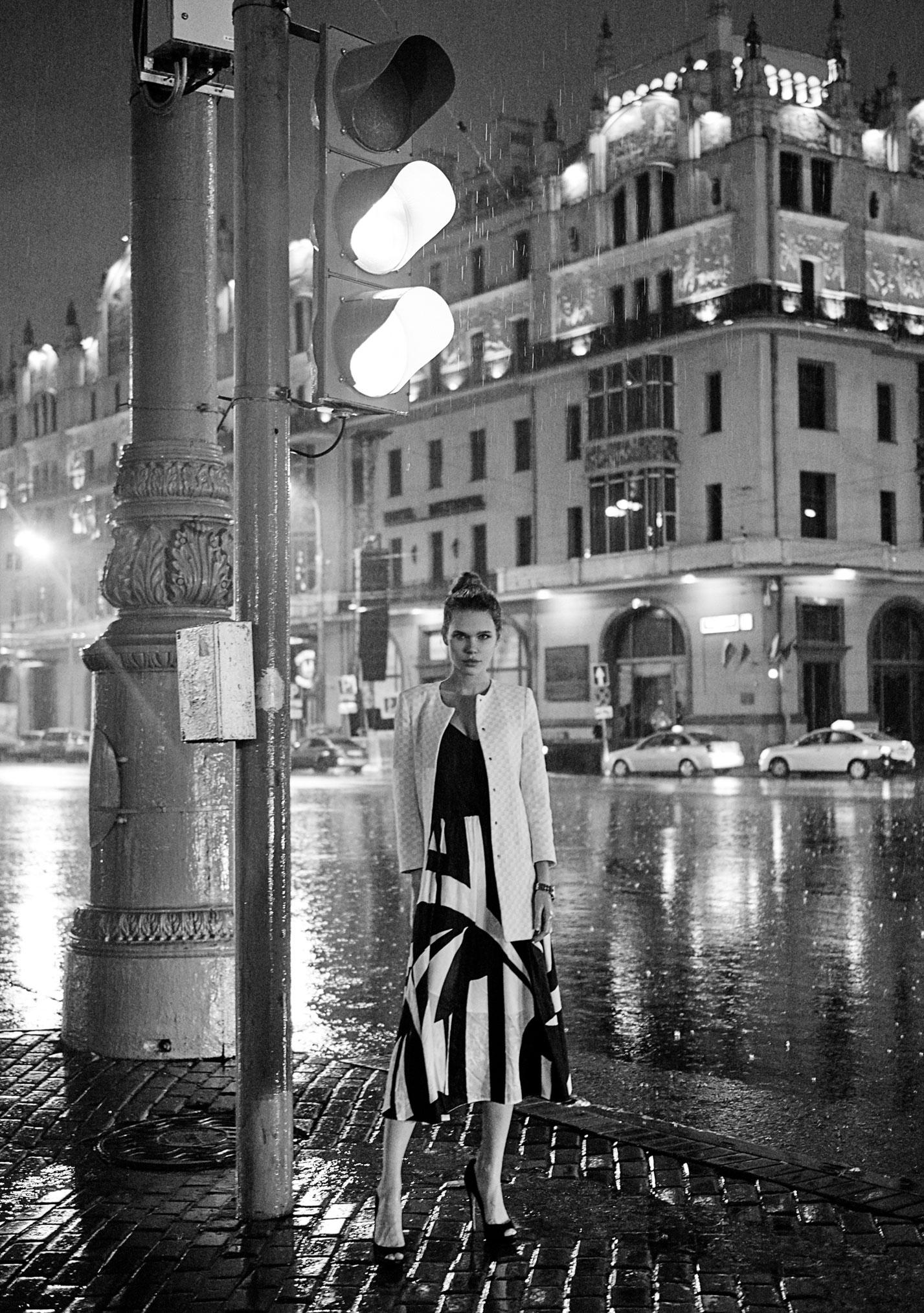 Настасья Волконская гуляет по ночному городу / фото 06