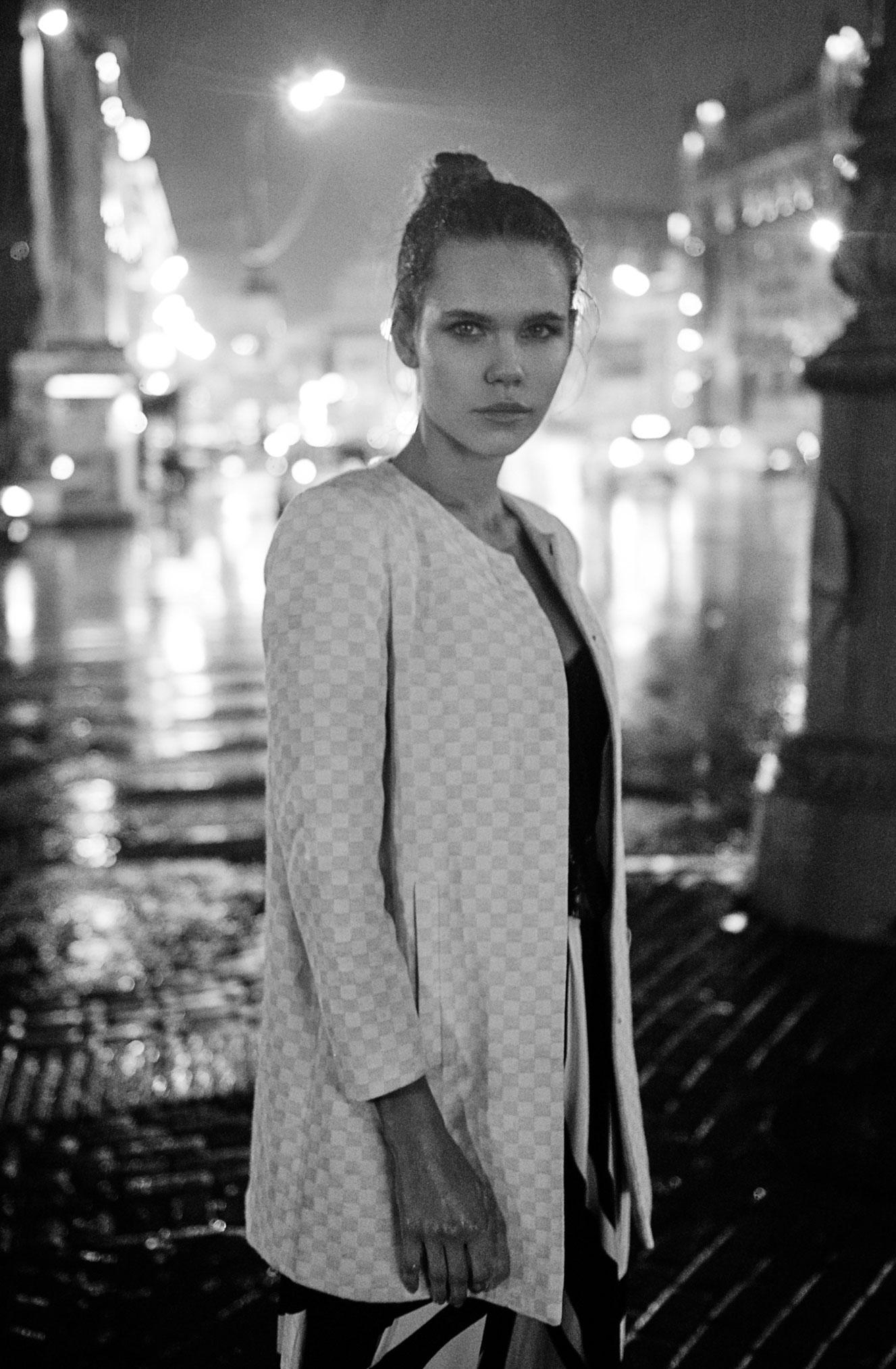 Настасья Волконская гуляет по ночному городу / фото 07