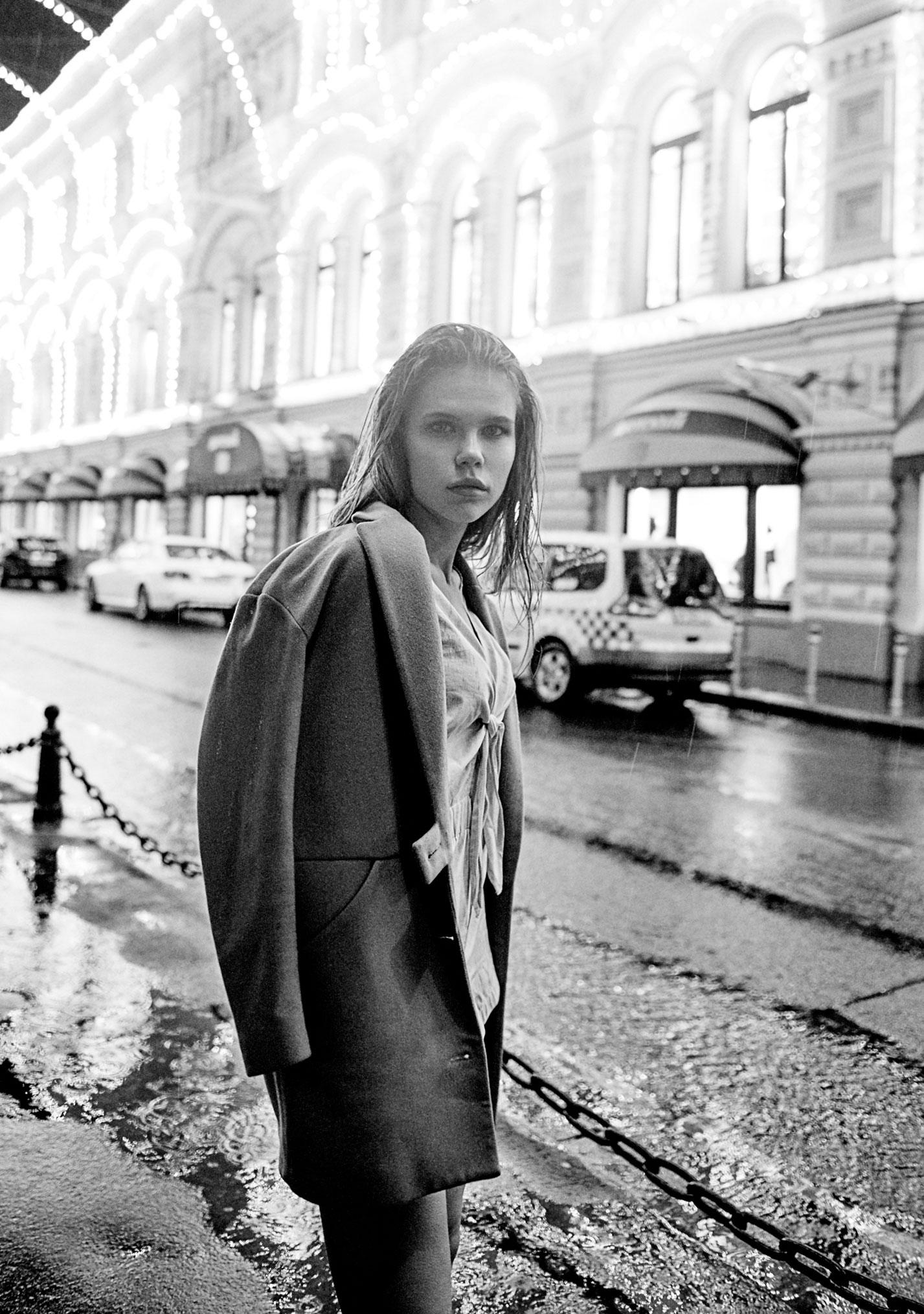 Настасья Волконская гуляет по ночному городу / фото 10