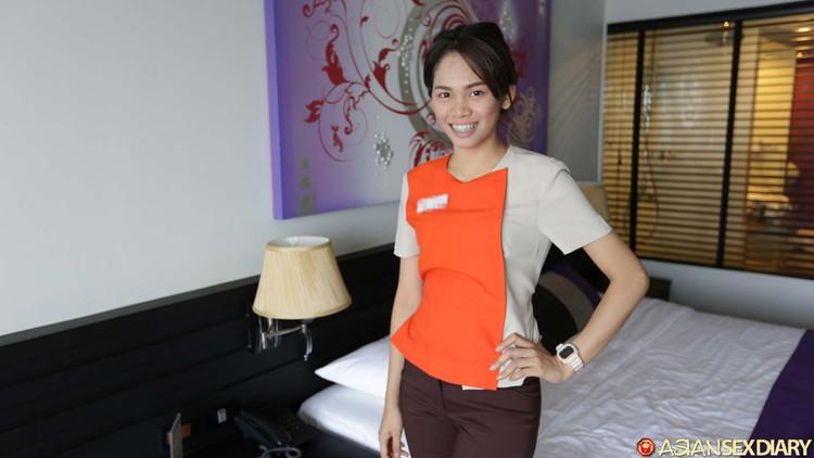Asiansexdiary: Catrin - Thai Hotel maid gives good MILF treatment [HD 720p] (226 MB)