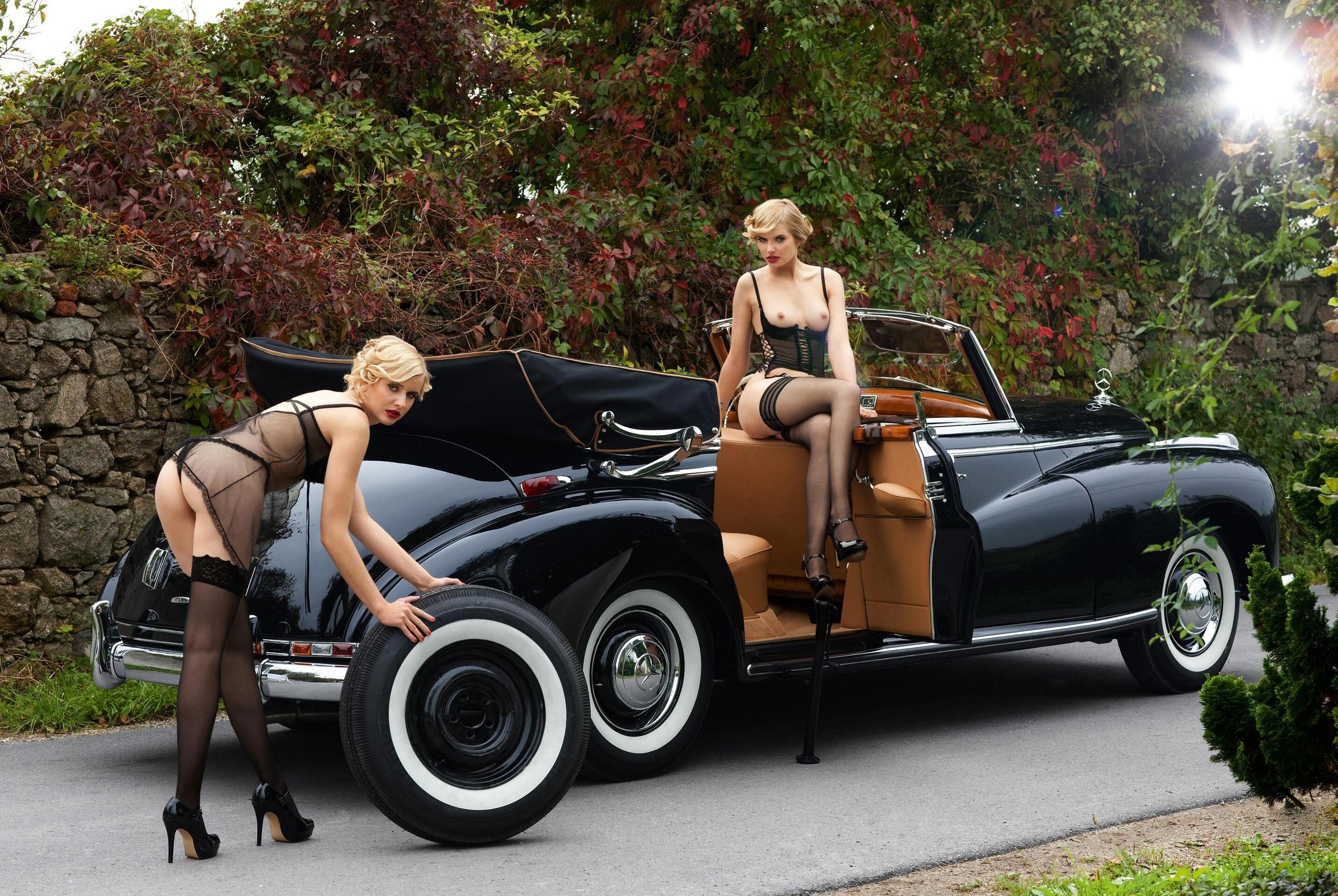 голые сестры-двойняшки Анна и Лиза Хейзе в журнале Playboy Германия, апрель 2021 / фото 01
