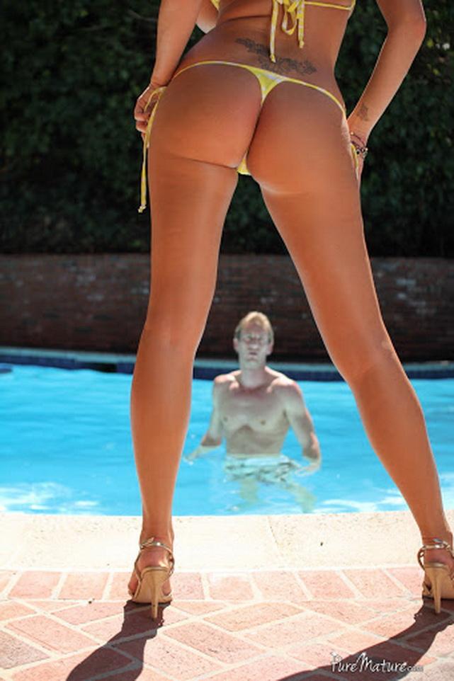 PureMature: Summer Brielle - Cabana Sex Romp [FullHD|1080p|1.51 GB]