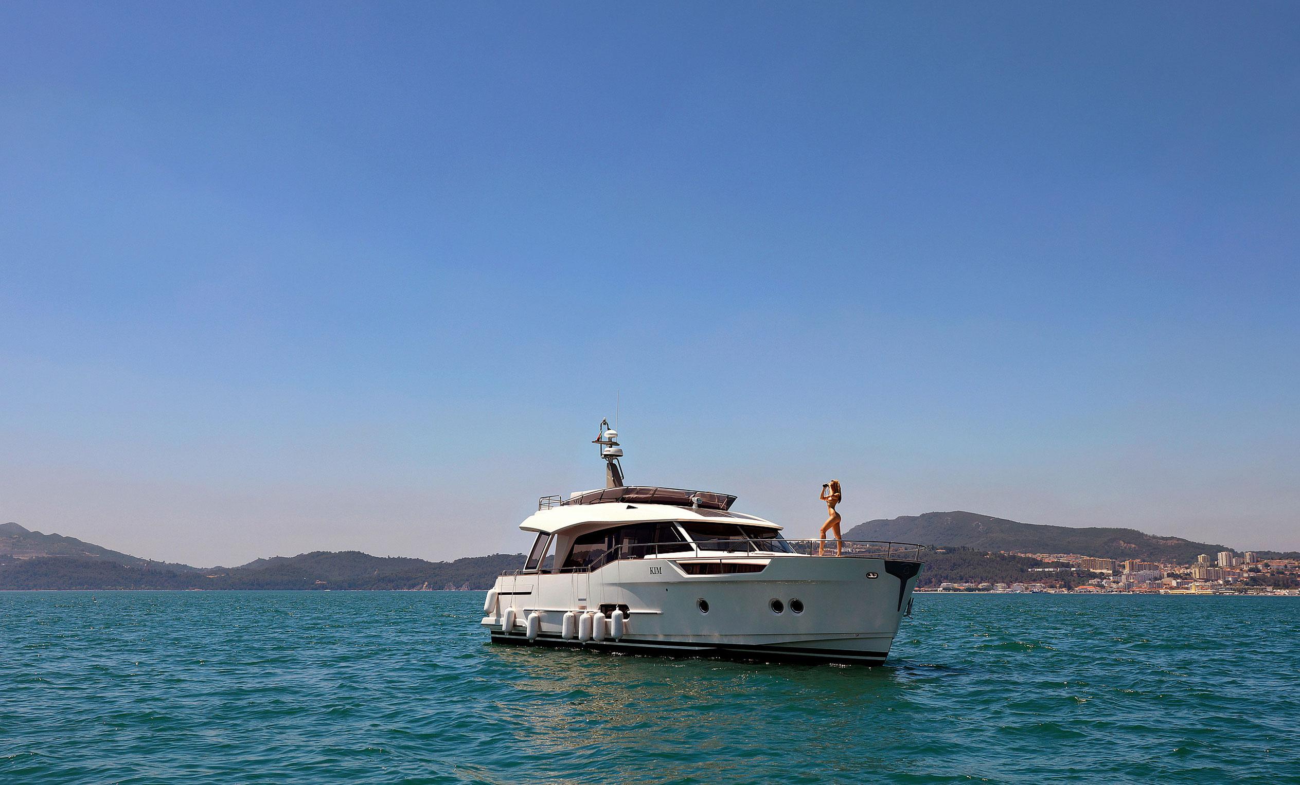 Анна Иоаннова на яхте у португальского побережья / фото 01