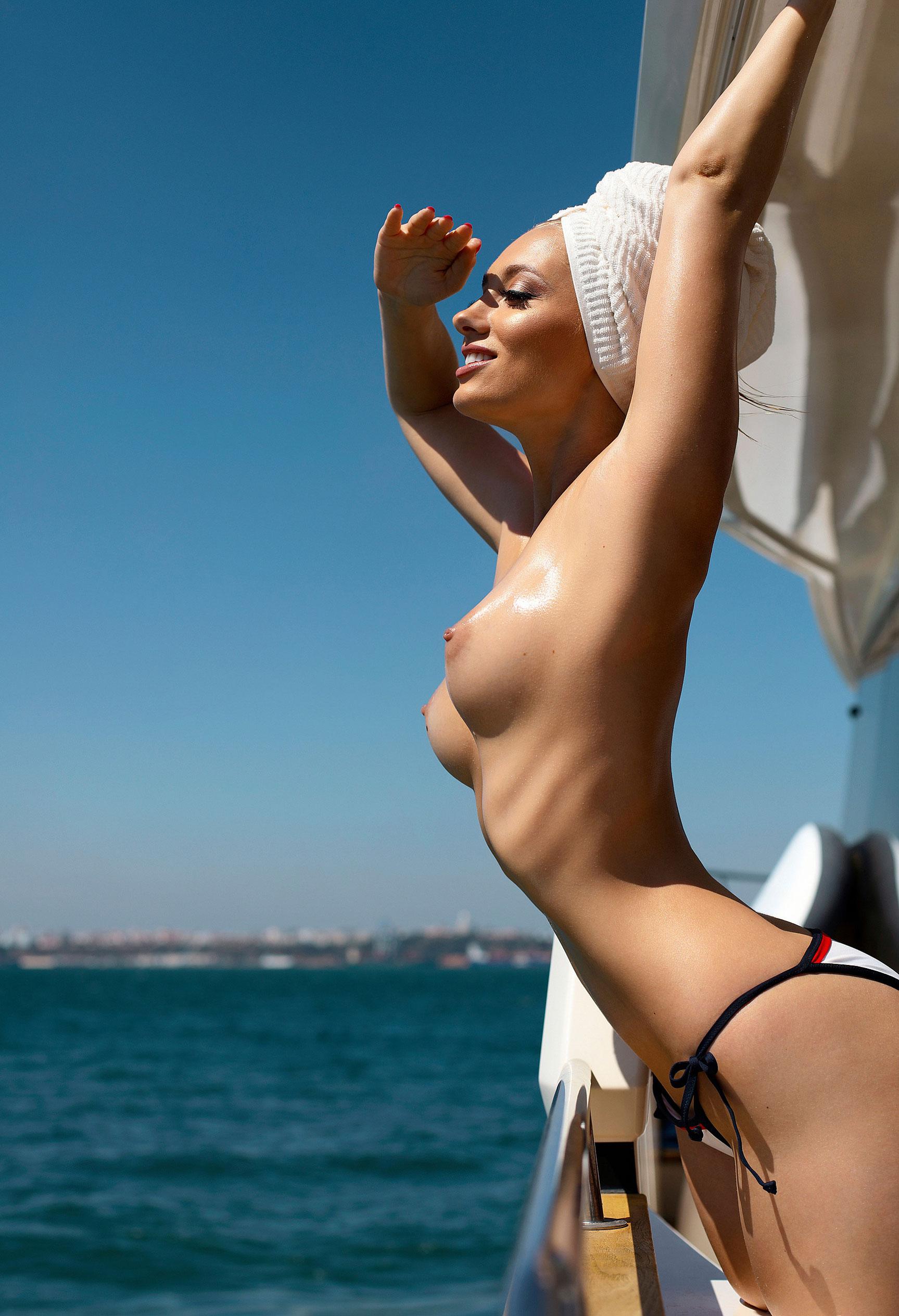 Анна Иоаннова на яхте у португальского побережья / фото 07