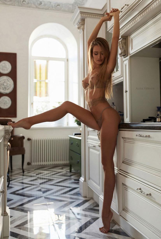 очаровательная Валерия в сексуальном нижнем белье Maison Close / фото 07
