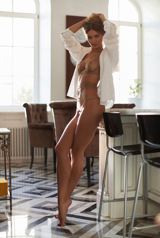 очаровательная Валерия в сексуальном нижнем белье Maison Close / фото 11
