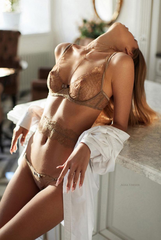 очаровательная Валерия в сексуальном нижнем белье Maison Close / фото 16