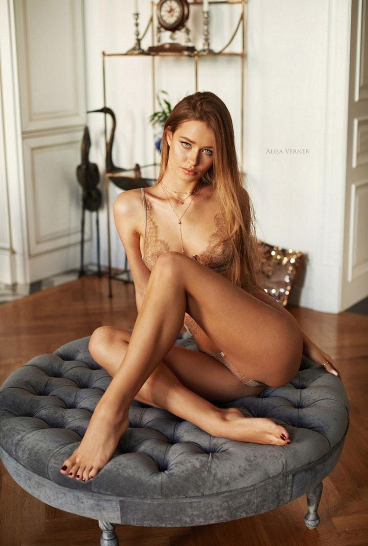 очаровательная Валерия в сексуальном нижнем белье Maison Close / фото 17