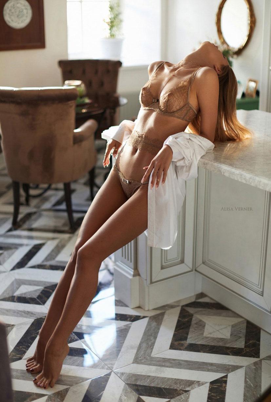 очаровательная Валерия в сексуальном нижнем белье Maison Close / фото 21