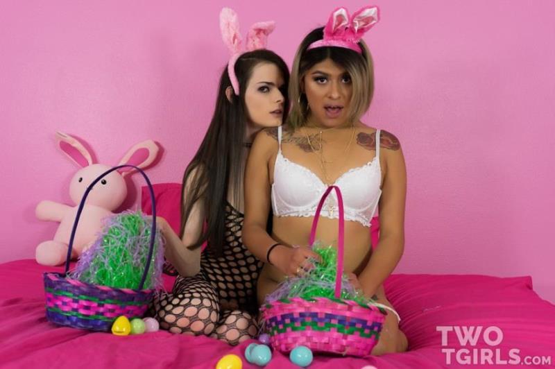 Twotgirls.com-Год производства: 2017 г - Kira Crash, Beth Bell - Easter Sluts Fuck Like Rabbits (1080p/FullHD)