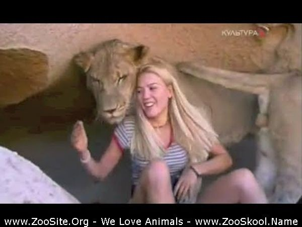 202082303 0177 fun girl raised with lions and cheetahs as pets - Girl Raised With Lions And Cheetahs As Pets!