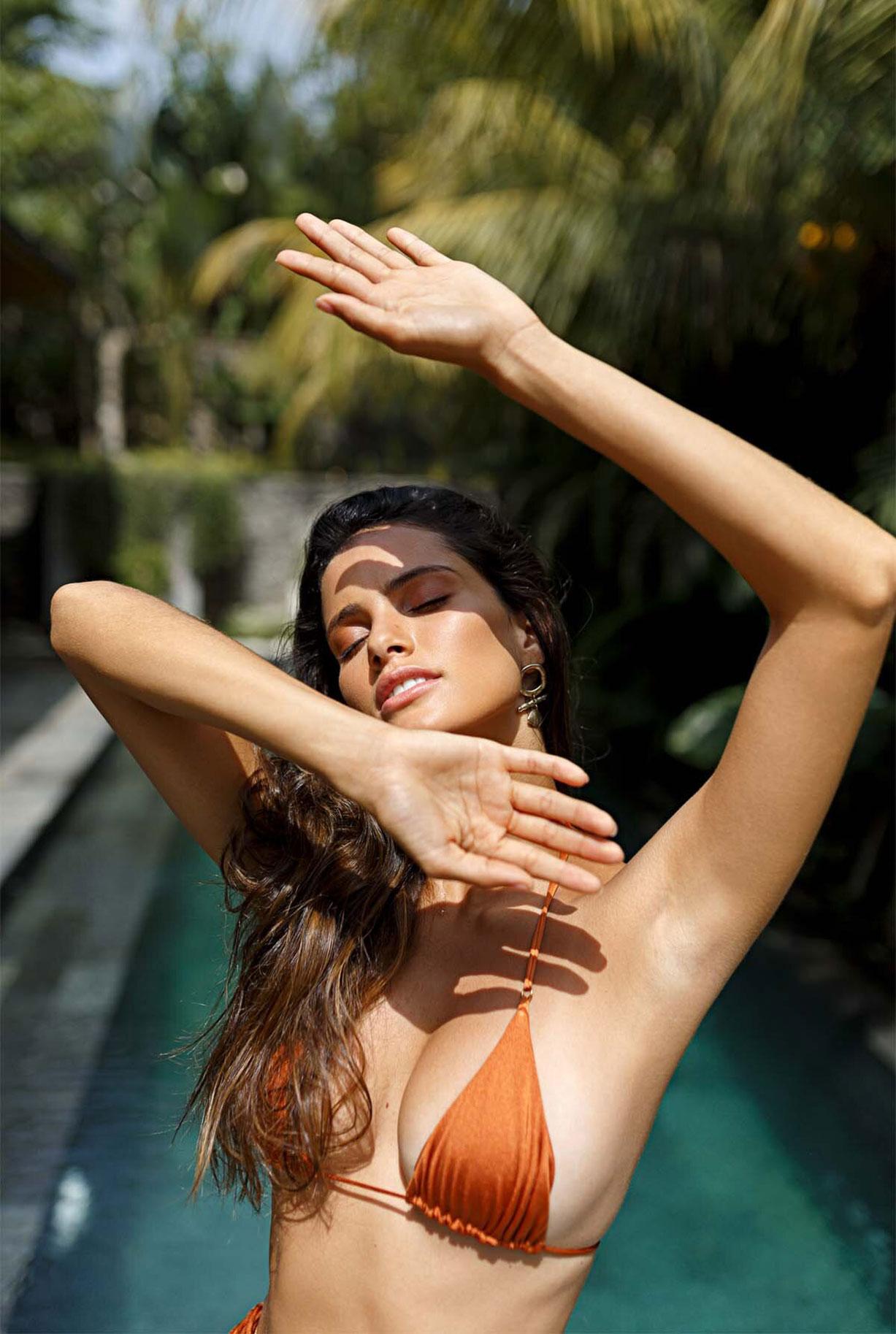 Найара Лима отдыхает у бассейна на Бали / фото 02
