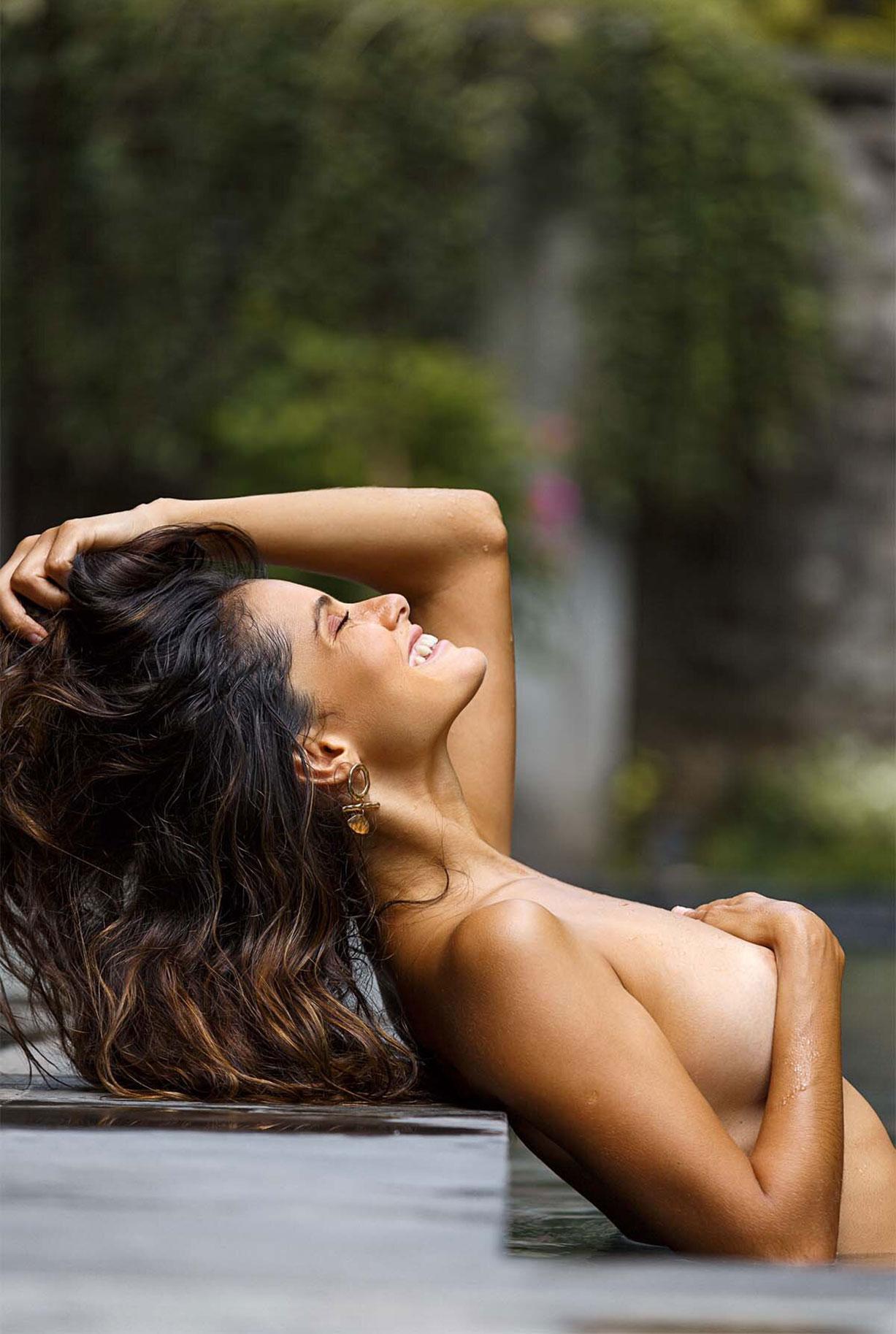 Найара Лима отдыхает у бассейна на Бали / фото 06
