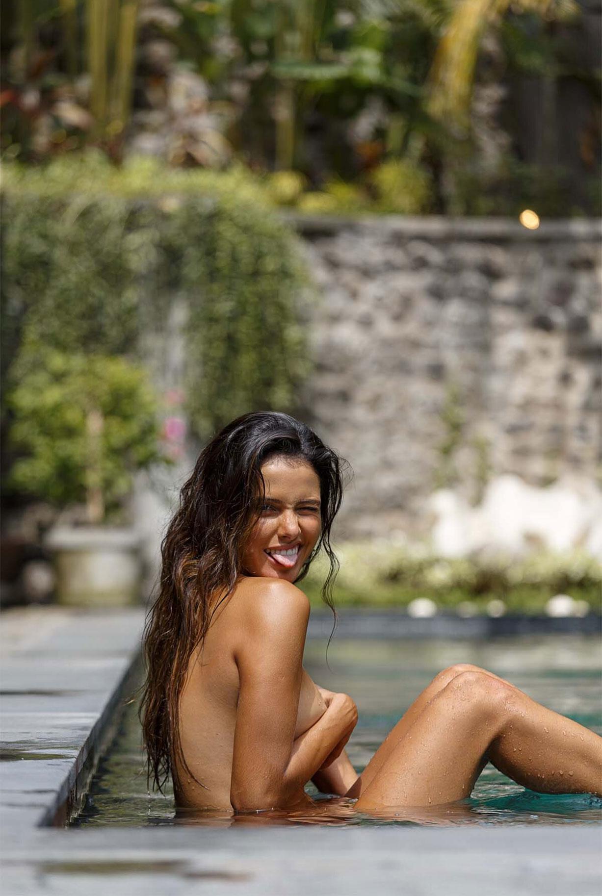 Найара Лима отдыхает у бассейна на Бали / фото 07