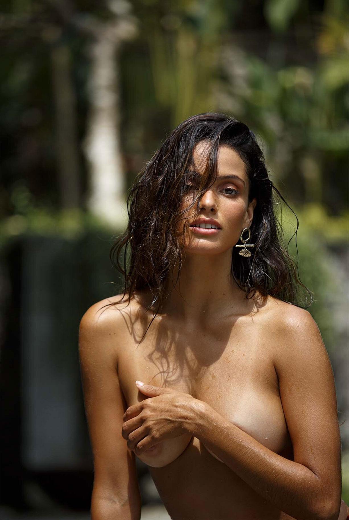 Найара Лима отдыхает у бассейна на Бали / фото 08