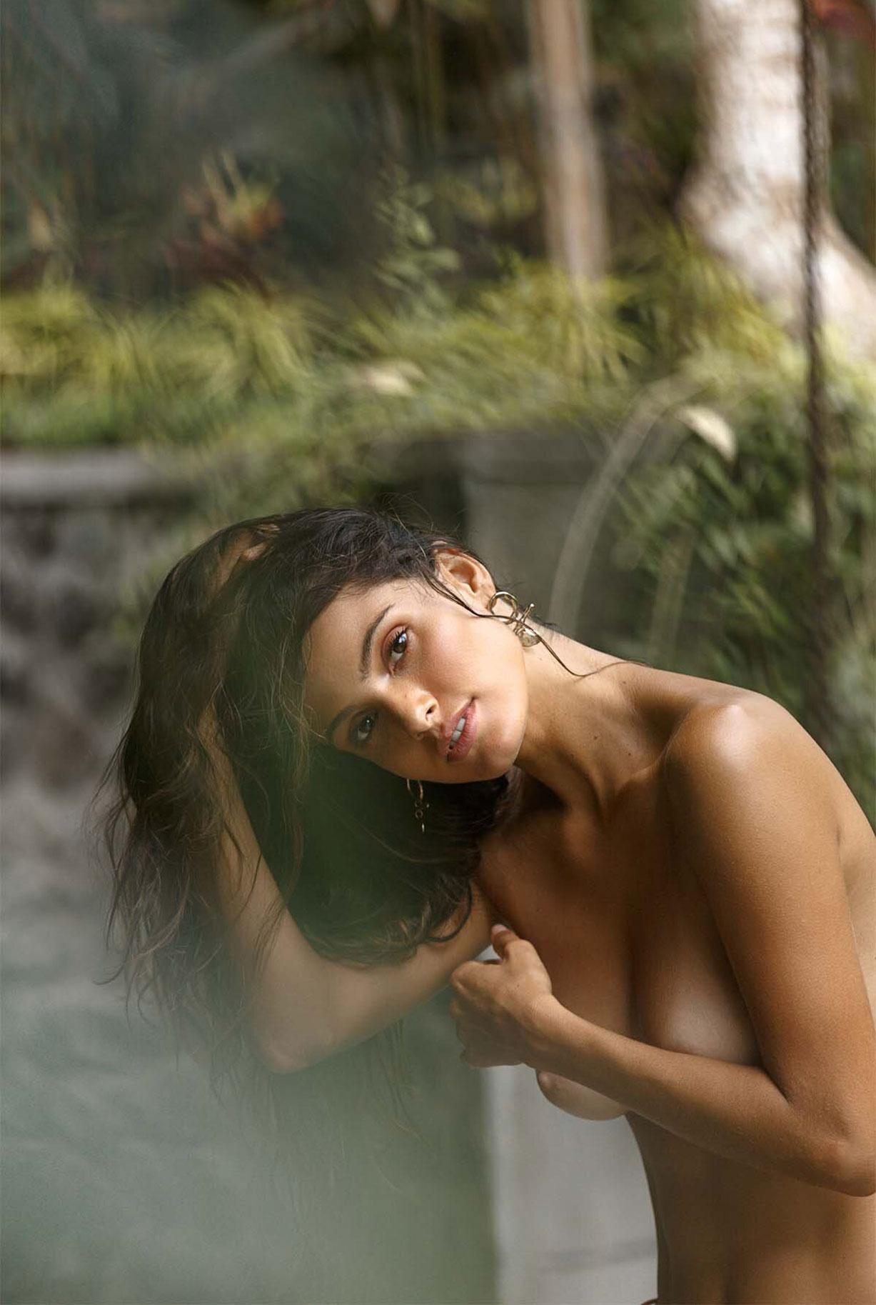 Найара Лима отдыхает у бассейна на Бали / фото 11