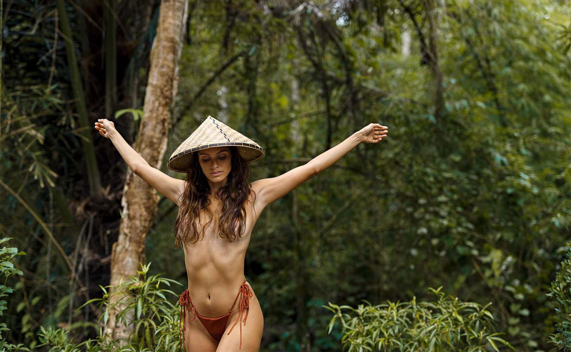 Найара Лима отдыхает у бассейна на Бали / фото 12