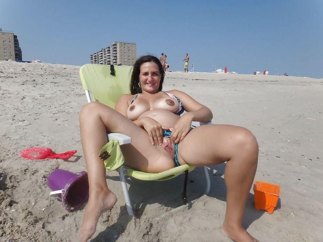 naga cipa na plaży
