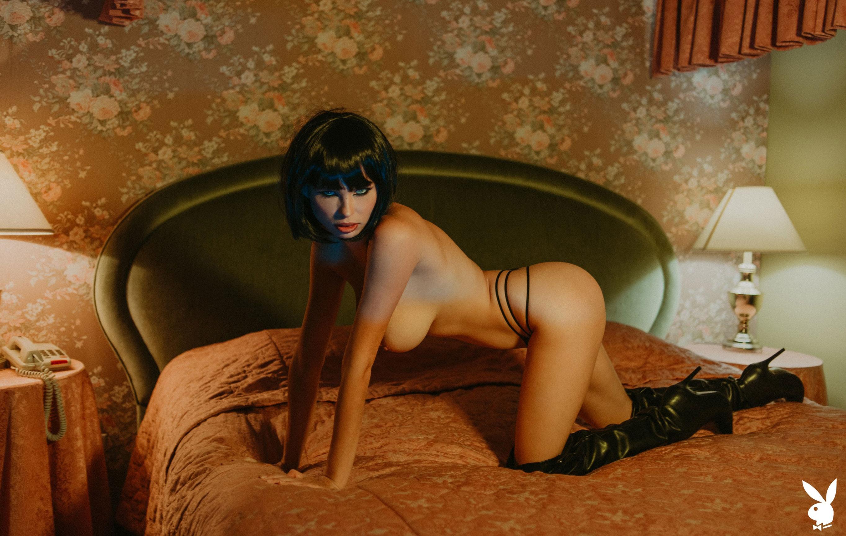 шпионская история / Юлия Логачева в гостиничном номере в Лос-Анджелесе / фото 05