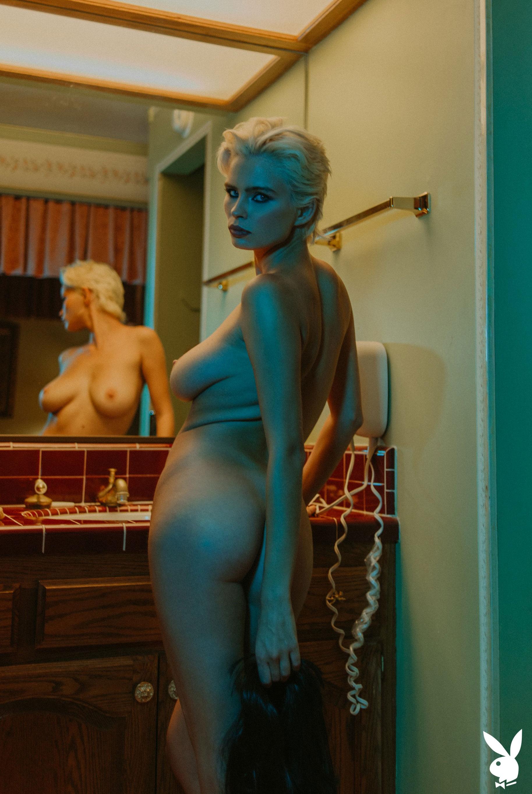 шпионская история / Юлия Логачева в гостиничном номере в Лос-Анджелесе / фото 17