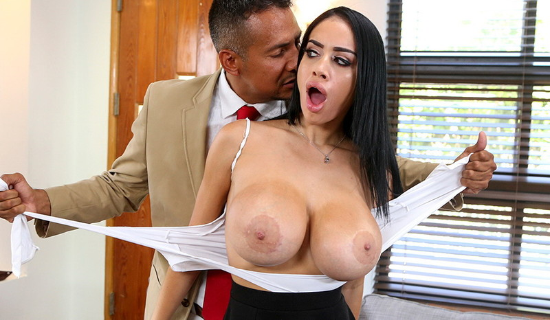 Victoria June - Naughty House Guest And Her Juicy Big Tits [BigTitsRoundAsses/BangBros] SD 480p