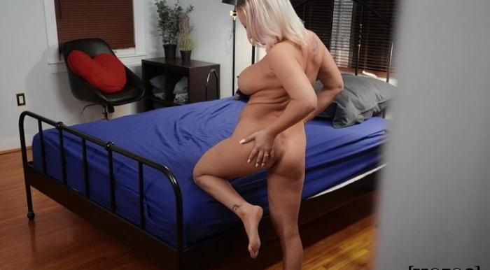 Quinn Waters - Kevin's Mom Has Got It Going On (FullHD 1080p) - PervsOnPatrol/Mofos - [2021]