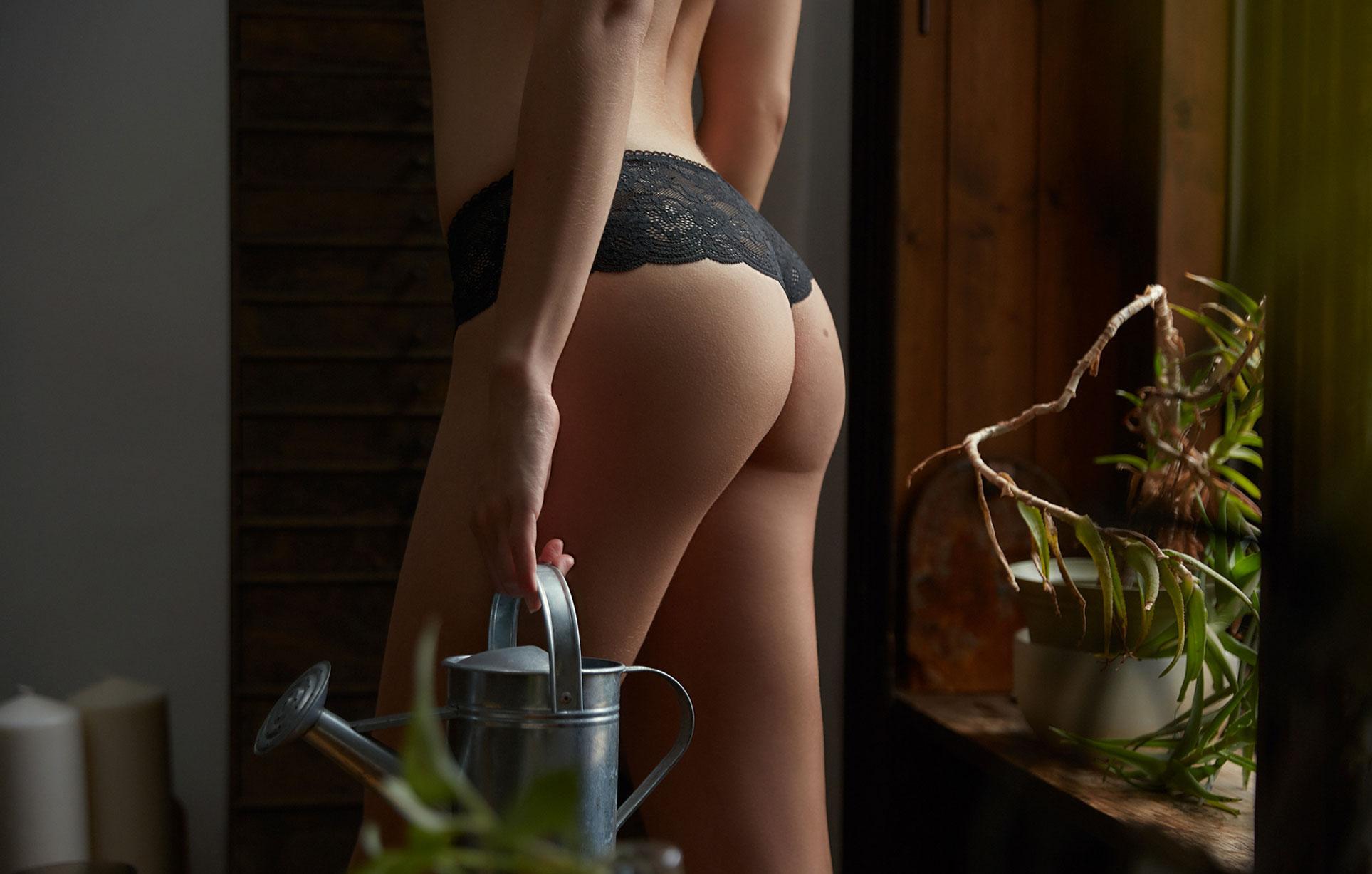Брэнди Гордон в домашней уютной обстановке в журнале Maxim Мексика / фото 03
