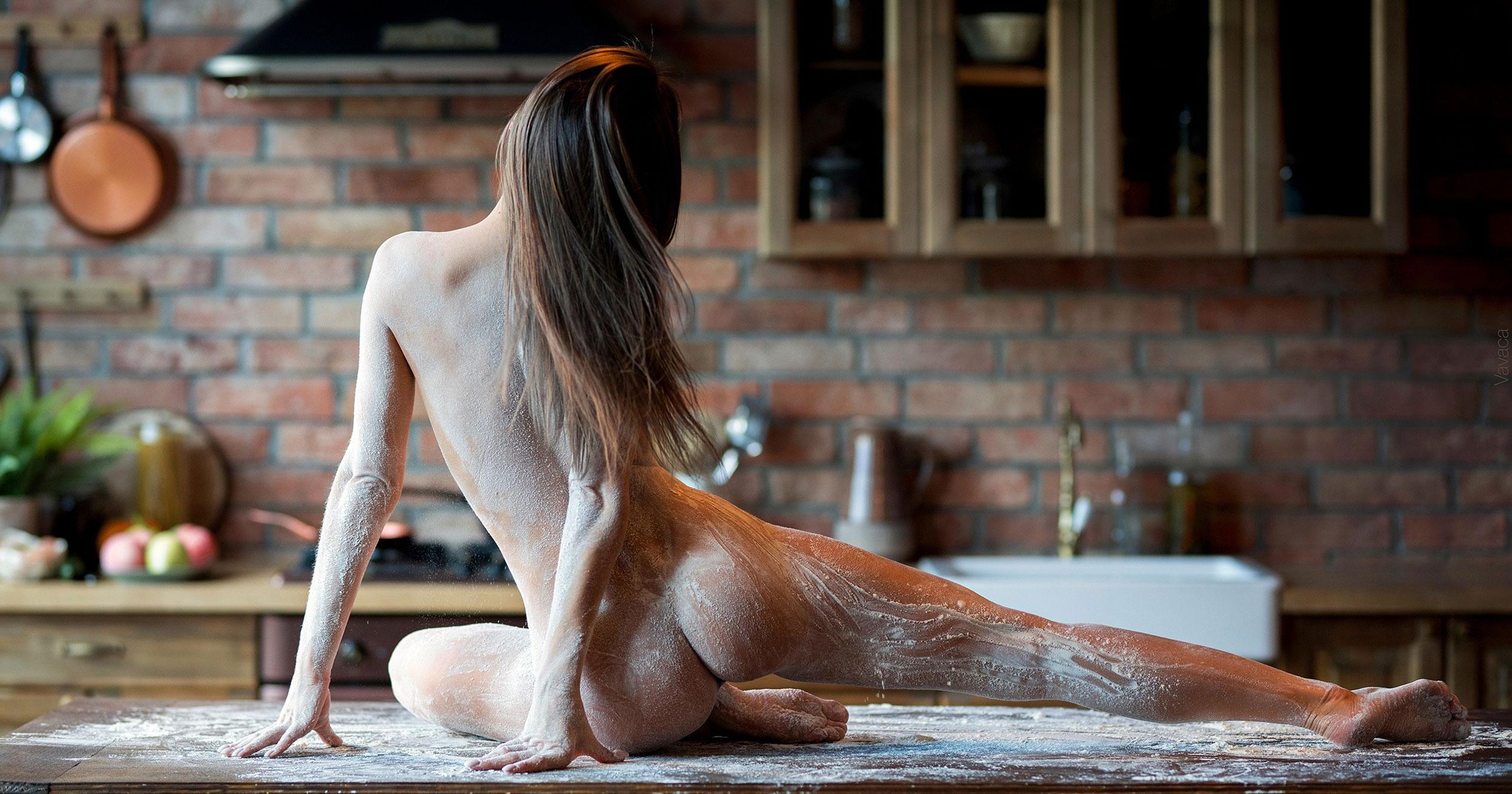 Кухня мечты - голая Кристина Макарова готовит из муки и фруктов / фото 11