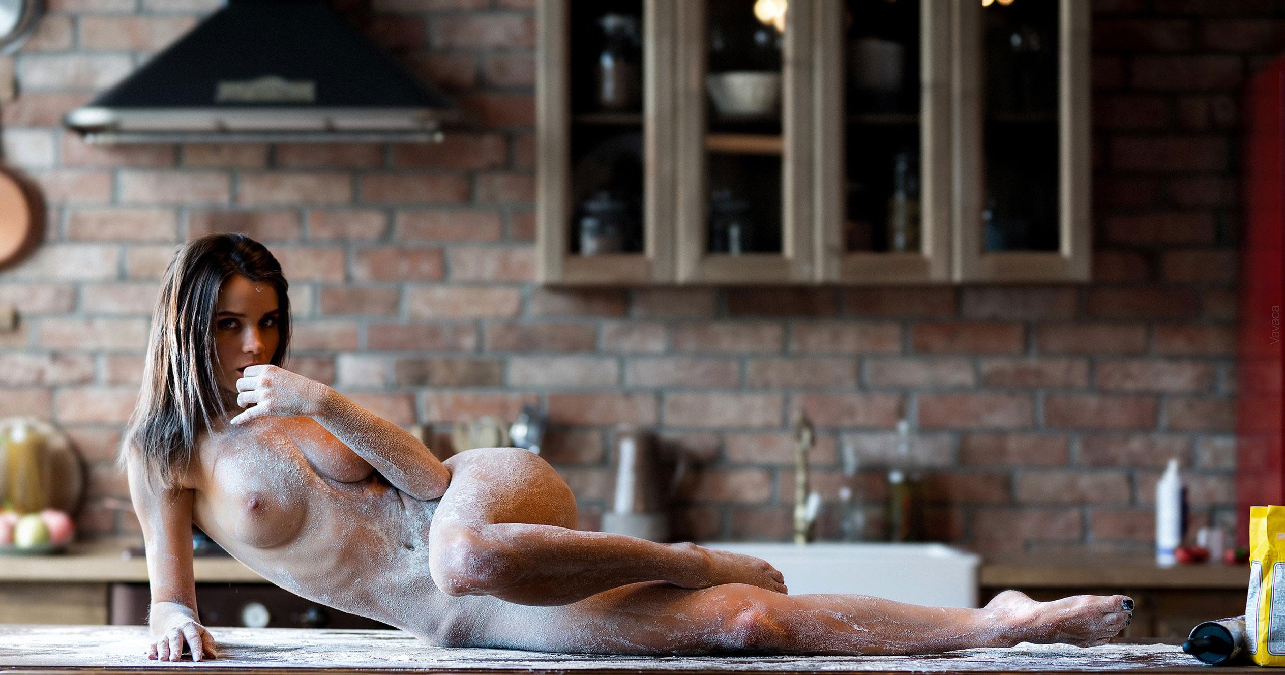 Кухня мечты - голая Кристина Макарова готовит из муки и фруктов / фото 13