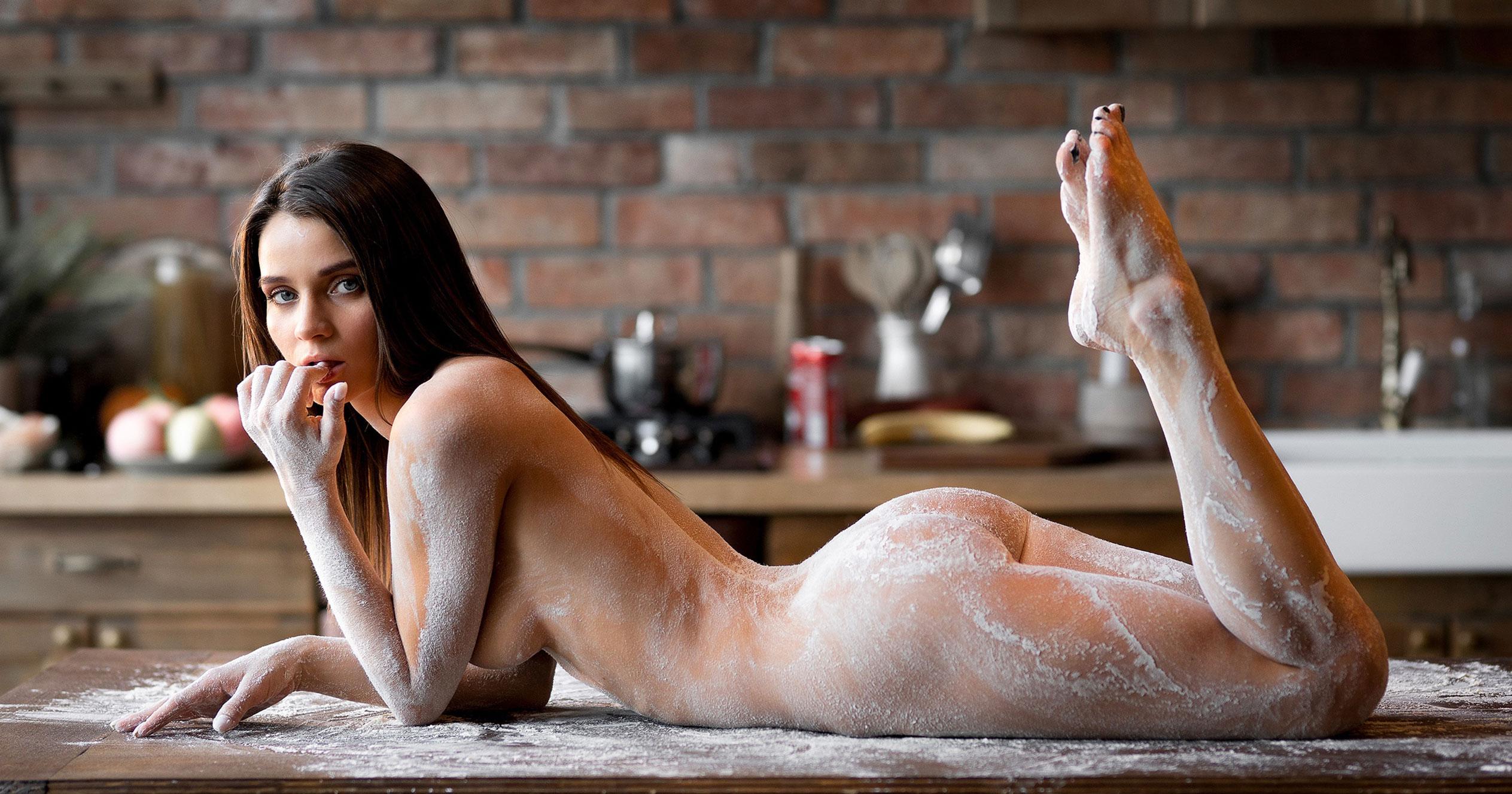 Кухня мечты - голая Кристина Макарова готовит из муки и фруктов / фото 14