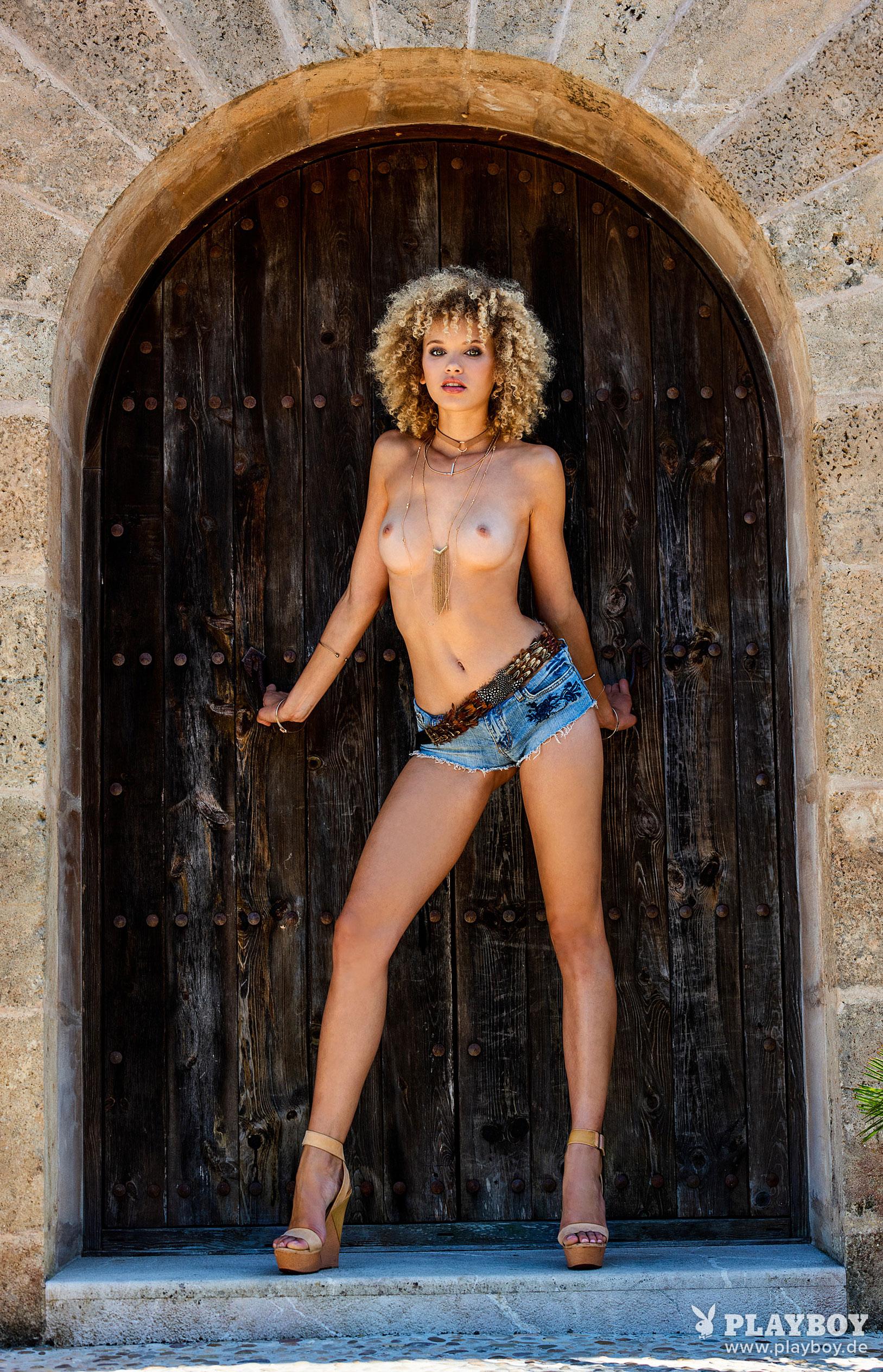 актриса Тайнара Вольф в журнале Playboy Германия, август 2018 / фото 11