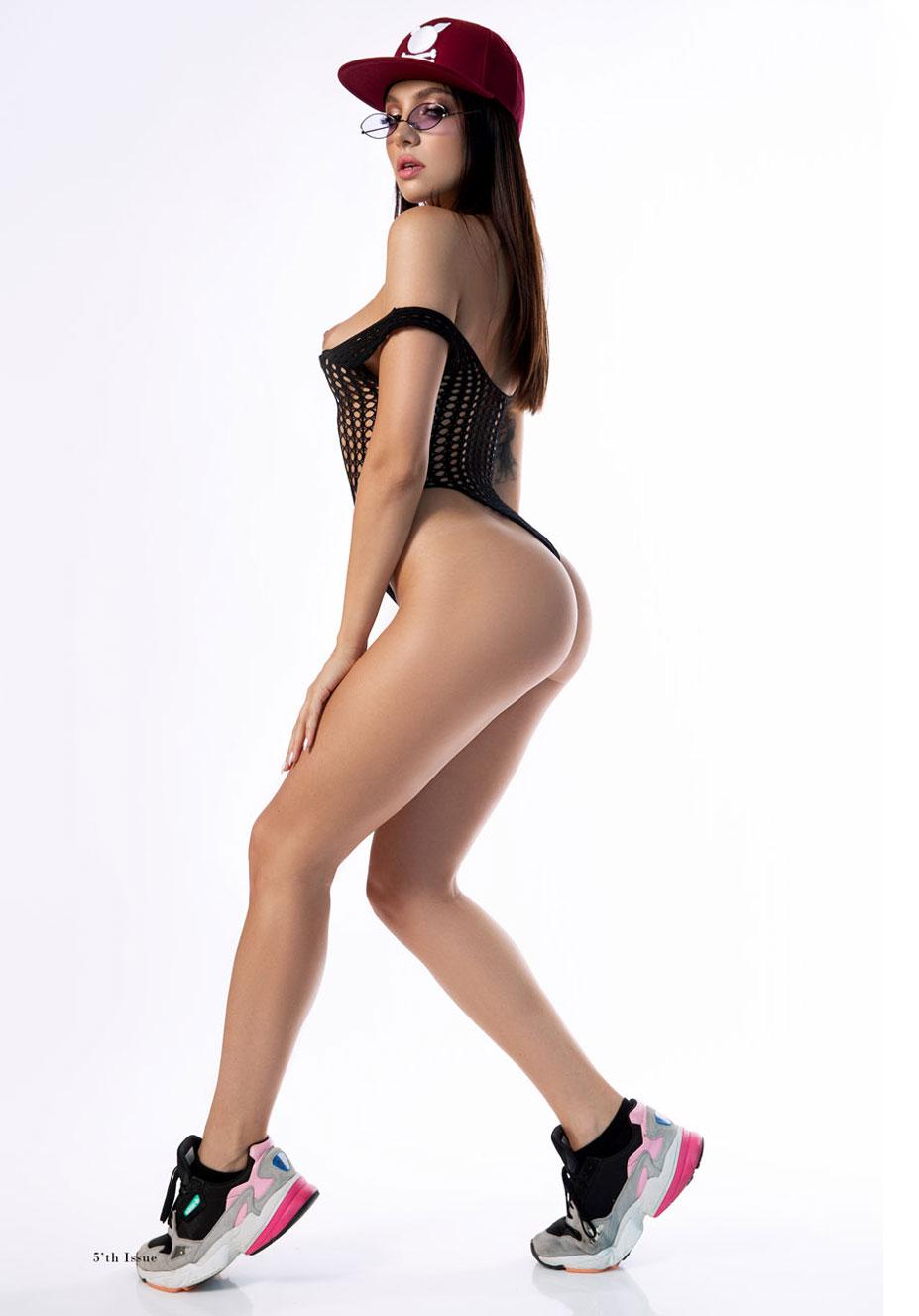 сексуальная Ана Томоану раздевается догола для занятий спортом / фото 05